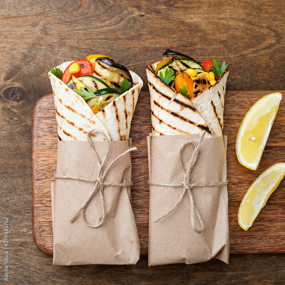 Fototapety, obrazy: Vegan tortilla wrap, roll with grilled vegetables.