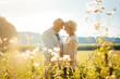canvas print picture - Senior Frau und Mann sind nach all den Jahren immer noch verliebt
