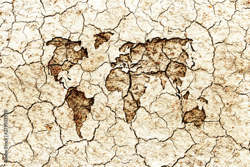 Canvastavla  World map embed on dry cracked surface earth, water and earth background concept
