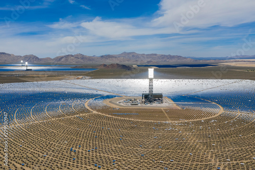 Photo sur Toile Las Vegas Aerial view of the solar tower of the Ivanpah Solar Electric Generating System