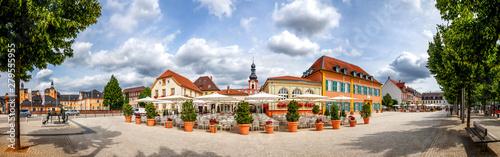 Leinwand Poster  Marktplatz Panorama mit Spargel Denkmal, Schwetzingen, Deutschland