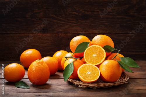 Obraz fresh orange fruits with leaves - fototapety do salonu