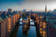 canvas print picture - Hamburg Speicherstadt am Abend mit Blick auf das Wasserschloss