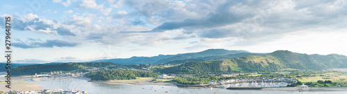 Türaufkleber Himmelblau Panoramic North Wales vista over the Conwy estuary nestled below the Welsh mountains. Conwy castle and marina bathed in beautiful evening light.