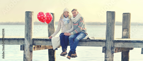 Fotografie, Obraz  glückliches Paar am Steg