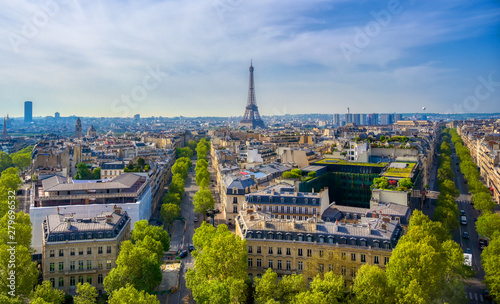A view of the Eiffel Tower and Paris, France from the Arc de Triomphe Canvas-taulu