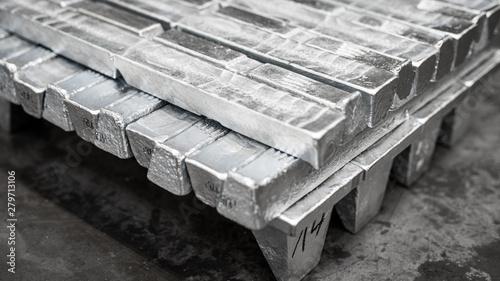 Obraz sztabka aluminium- przemysł metali niezależnych - fototapety do salonu