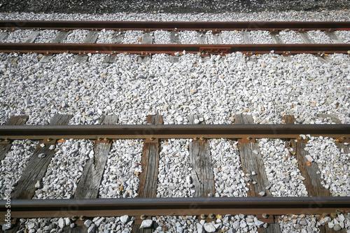 Valokuva  Vía Férrea con railes, traviesas  y pavimentacion con piedras