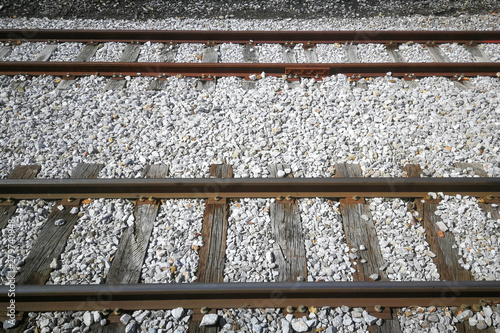 Vía Férrea con railes, traviesas  y pavimentacion con piedras Tapéta, Fotótapéta