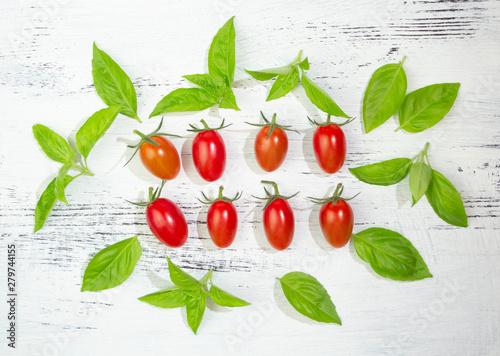 Fototapety, obrazy: ミニトマトとフレッシュバジル(イタリア料理の食材)