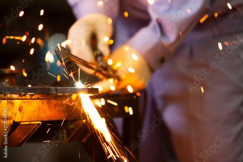 Obraz 工場で働く男性 - fototapety do salonu