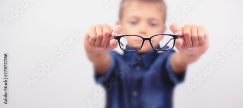 Fotografía Banner little boy with glasses correcting myopia close-up portrait Ophthalmology