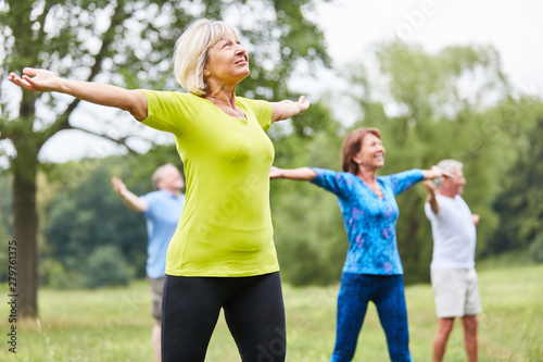 Papiers peints Ecole de Danse Seniors in a yoga or gym class