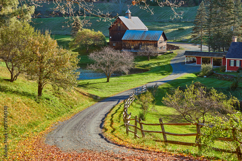 Cuadros en Lienzo Sleepy Hollow Farm at sunny autumn day in Woodstock, Vermont, USA