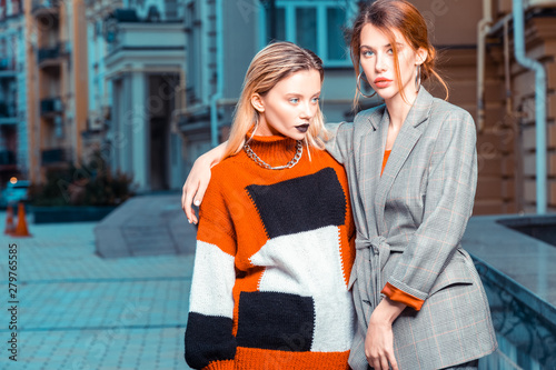 Fotografía Red-haired and blonde models posing outside for fashion catalogue