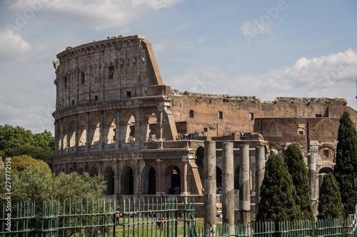 Fényképezés View of the outside of the Roman Colosseum (originally the Flavian Amphitheatre)