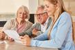 canvas print picture - Tochter hilft Senioren bei Versicherung und Rente