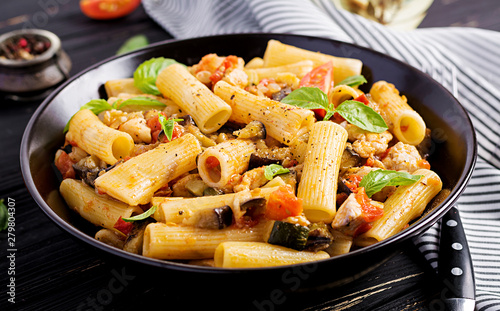 Cuadros en Lienzo  Rigatoni pasta with chicken meat, eggplant in tomato sauce in bowl