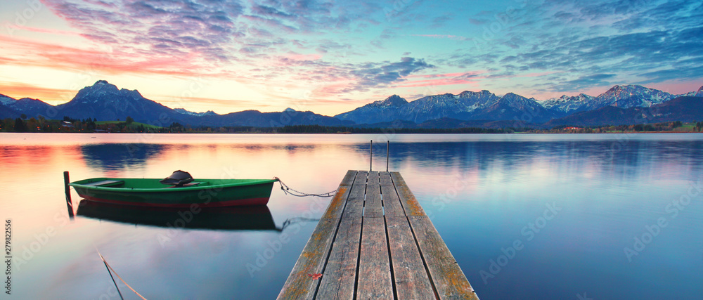 Fototapety, obrazy: altes Boot am Bergsee