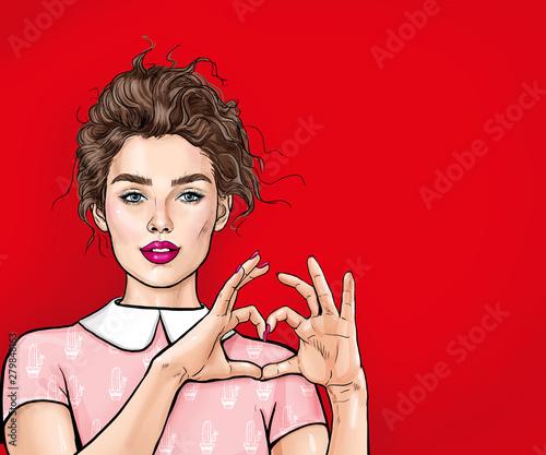 Piękna młoda kobieta robi sercu z jej rękami na czerwonym tle. Pozytywne ludzkie emocje wyrażające uczucie życia język ciała. Miłość