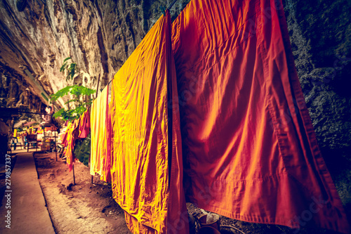 Fotografering The Buddhist monk clothes drying on the rope in the cave