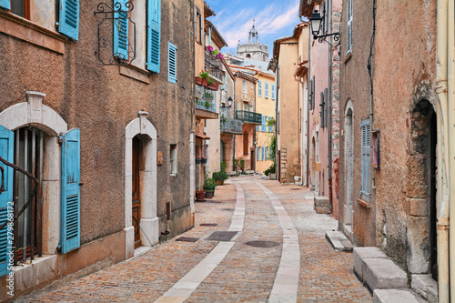 Fototapeta Mons, Var, Provence, France: picturesque alley in the old town obraz