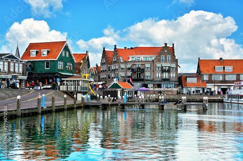 Photo  Volendam - charming dutch fishing village, small town in North Holland near Amst