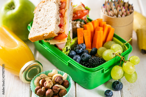 Stampa su Tela Back to school concept - lunch box with juice, apple and banana, copy space