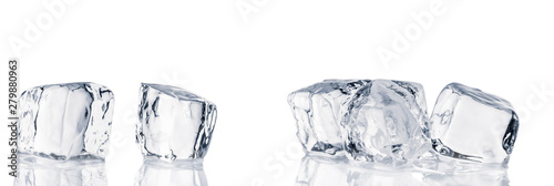 Photo  Natural crystal clear ice cubes on white background.