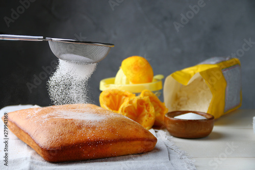 Valokuva orange cake or bread with ingreients on table