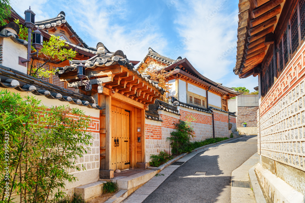 Deserted old narrow street and traditional Korean houses, Seoul
