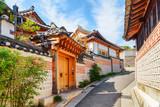 Fototapeta Uliczki - Deserted old narrow street and traditional Korean houses, Seoul