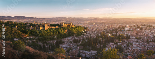 Fotografiet  Panoramic view of Granada city with Alhambra at sunset - Granada, Andalusia, Spa