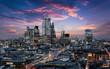 canvas print picture - Der Finanzbezirk City von London mit den Banken und Wolkenkratzern am Abend nach Sonnenuntergang, Großbritannien