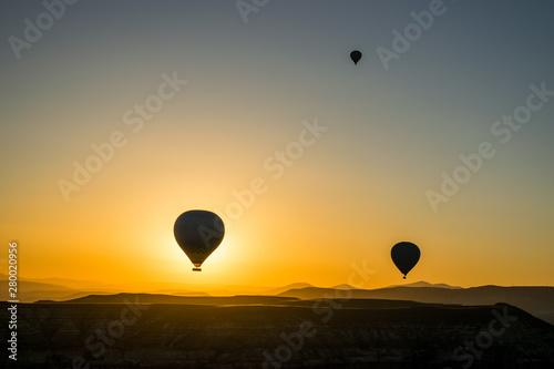 Obraz Hot air balloon at sunrise - fototapety do salonu