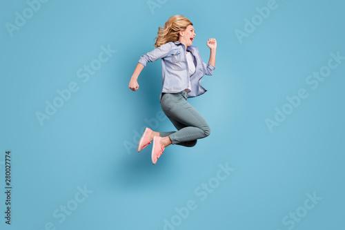 Carta da parati  Full size profile side photo of cheerful lady shouting running moving wearing pa