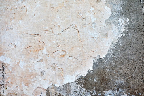 Foto auf AluDibond Alte schmutzig texturierte wand Pastel beige colored, dirty, old and cracked plastered grunge wall with peeling paint flakes on it. Background wallpaper.
