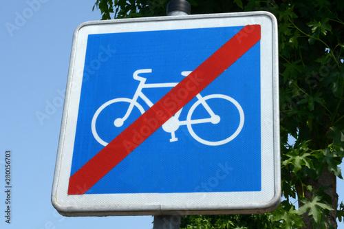 Fotografía  Panneau indiquant fin de zone cyclable