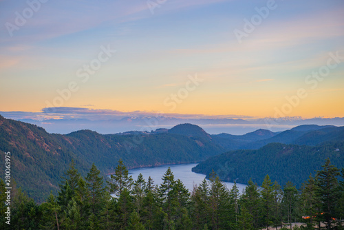 Valokuvatapetti Sunset view of the Saanich inlet and gulf islands in Vancouver Island