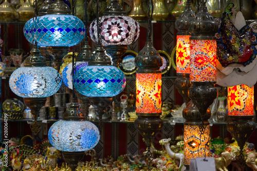 Arabskie lampy w Omanie, rynek w Muskacie