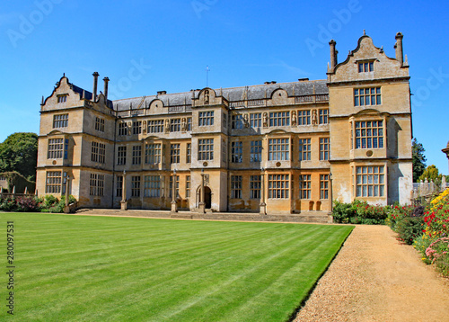 Foto  English stately home near Yeovil in Somerset, England