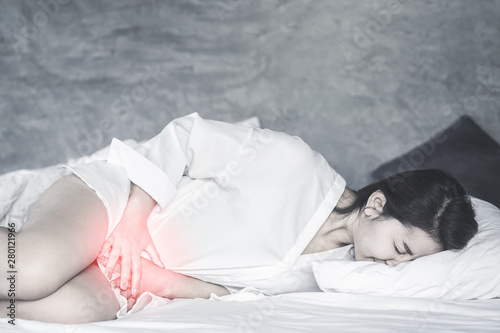 Valokuva Asian woman laying down on bed hand holding her crotch suffering from pain,itchy
