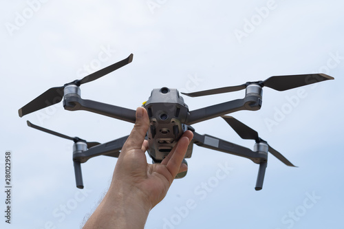 Cuadros en Lienzo Female hand launches drone for flight, with which you can take photos and video