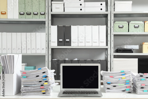 Fotomural  Laptop and documents on desk in office. Space for text