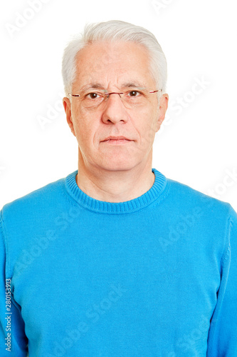 Foto  Gesicht von Senior als biometrisches Passfoto
