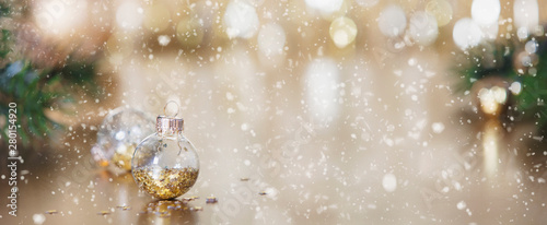 Fotografia  Christmas decoration on abstract gold background, close up