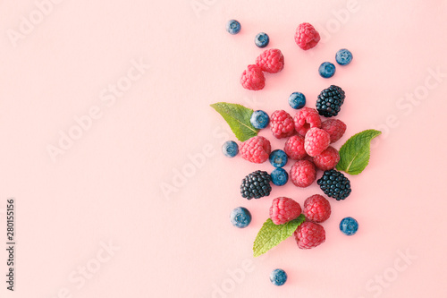 Fototapeta Sweet ripe berries on color background obraz