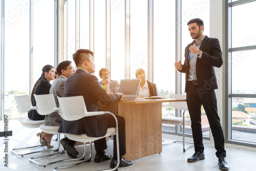 Fotografía  Businesspeople discussing together in conference room during meeting at office