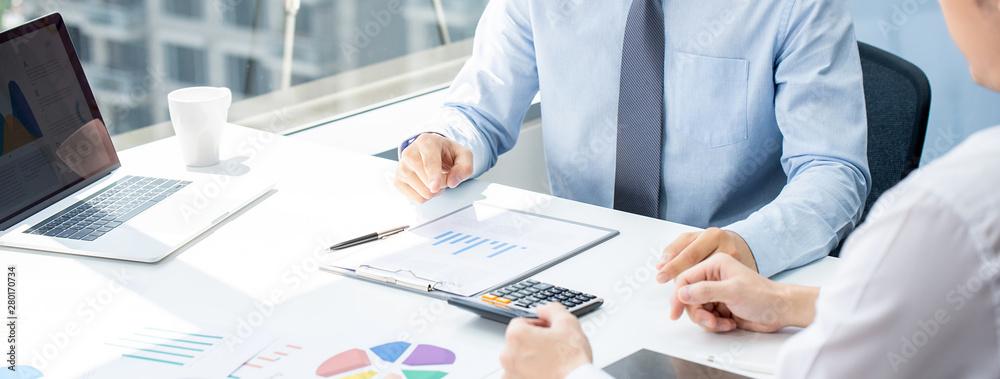 Fototapeta Business partner in sales strategy meeting