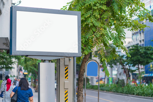 Pinturas sobre lienzo  Blank mock up street billboard posters or advertising poster for advertisement c